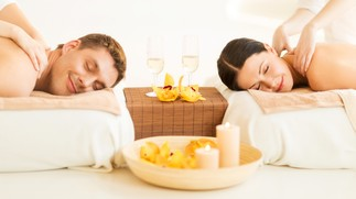Romantic pack for two people with wellness